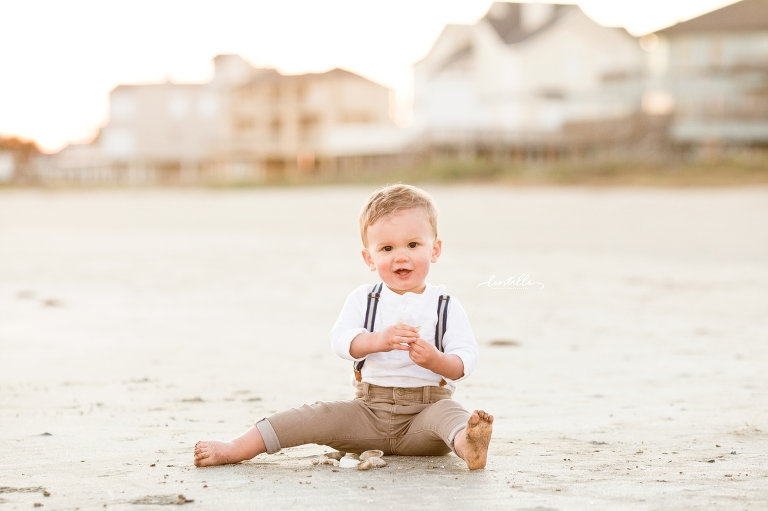 A baby plays in the sand | Lentille Photography | Houston Family Photographer