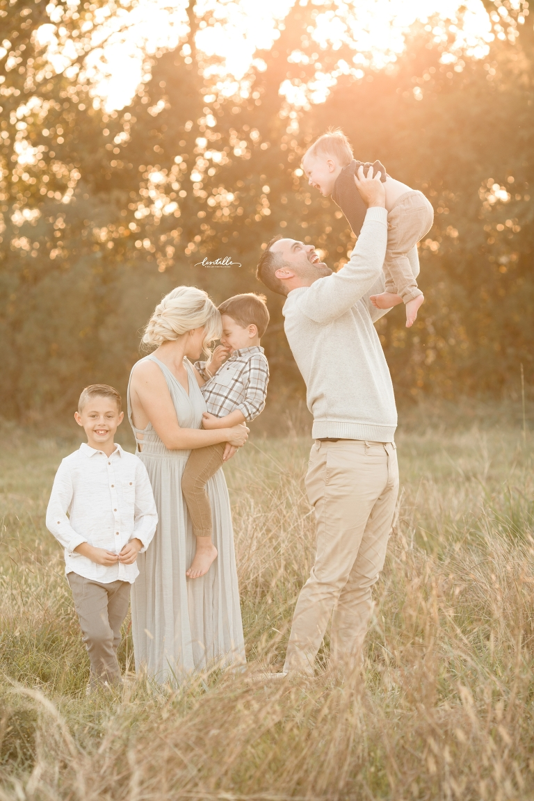A family enjoys each other | Lentille Photography | Family Photographer in Houston