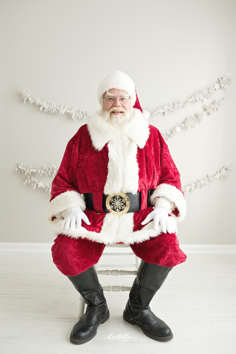 Santa sits on a white chair | Lentille Photography | Best Santa Mini Session in Houston