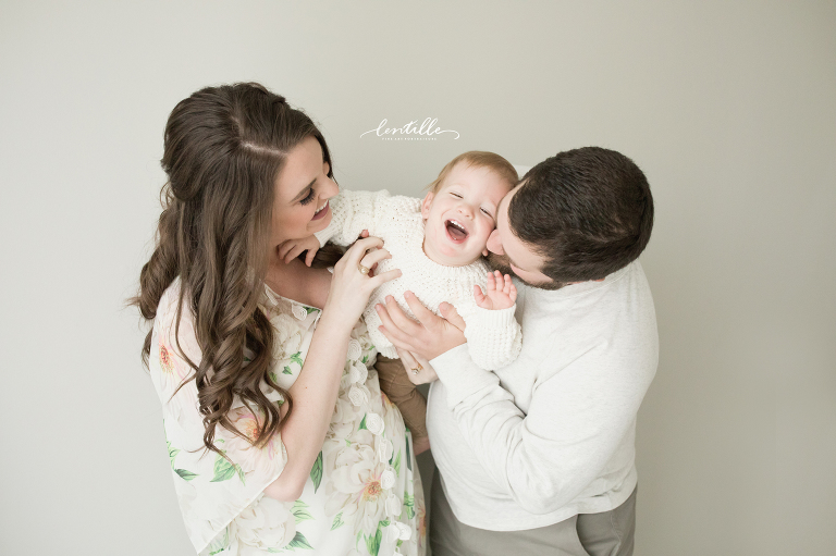 A family laughs | Lentille Photography | Houston Maternity Photographer